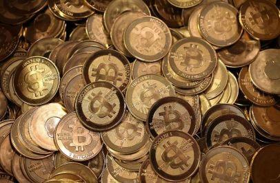 561487-la-monnaie-virtuelle-bitcoin-a-franchi-de-nouveau-la-barre-des-1000-dollars-le-6-janvier-2014