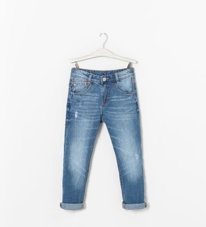 Pantalon en denim low coutures contrastantes